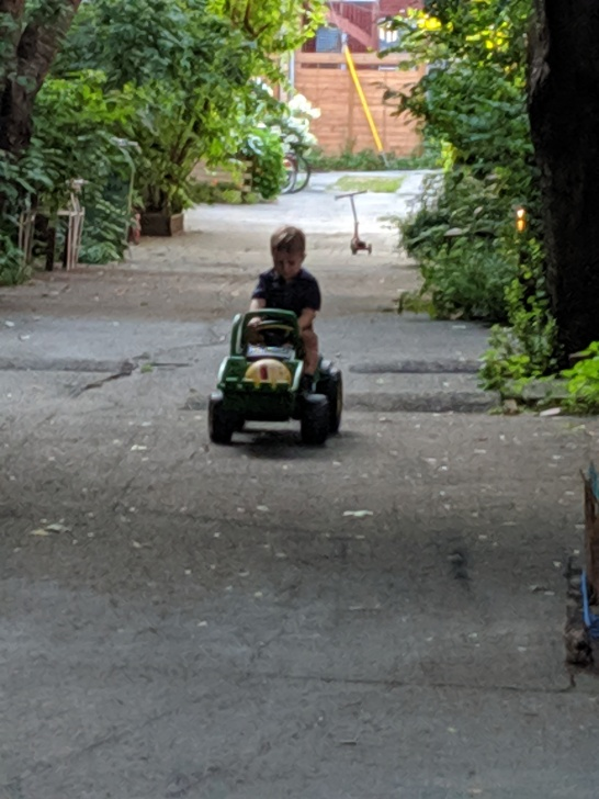 Finn playing in Gens alley