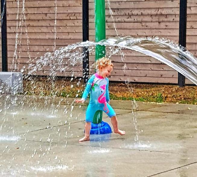 Delilah gettin her splash on